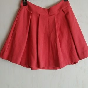 NWT cooperative coral pleated skirt size medium.